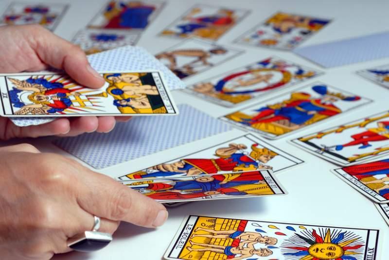 stesura delle carte dei tarocchi