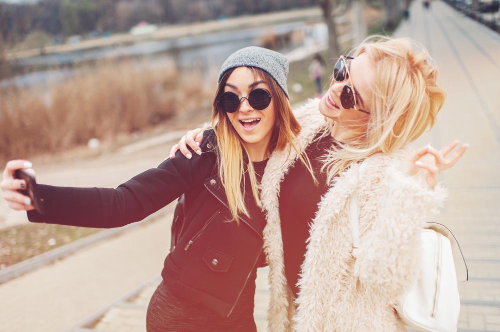 amiche sorridenti